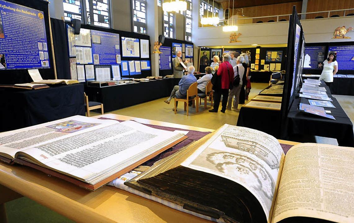 Sehr unterschiedlich: Bibeln, ihre Herkunft und ihre  Geschichte.    | Foto: thomas kunz