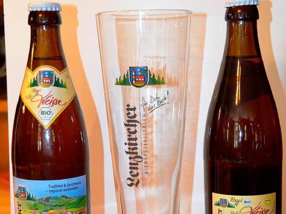 Nach altbayrischer Methode reift das n...Hefe-Weißbier von Rogg in der Flasche.  | Foto: ralf Morys