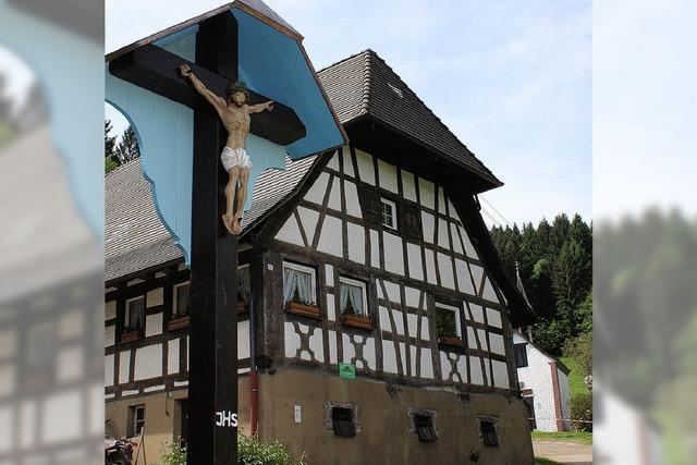 Was hat ein Hofkreuz in Wildtal mit vergessenen Lebensmittelkarten zu tun?