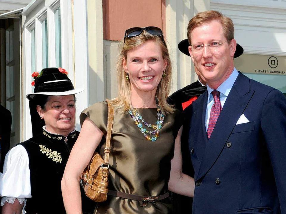 Die Gastgeber: Prinzessin Stephanie (M.) und Prinz Bernhard von Baden  | Foto: dpa
