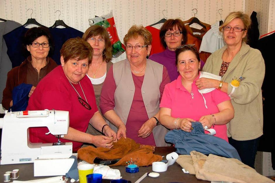 In der Nähstube der Heimatbühne sind kreativae Schneiderinnen am Werk. (Foto: Binner-Schwarz)