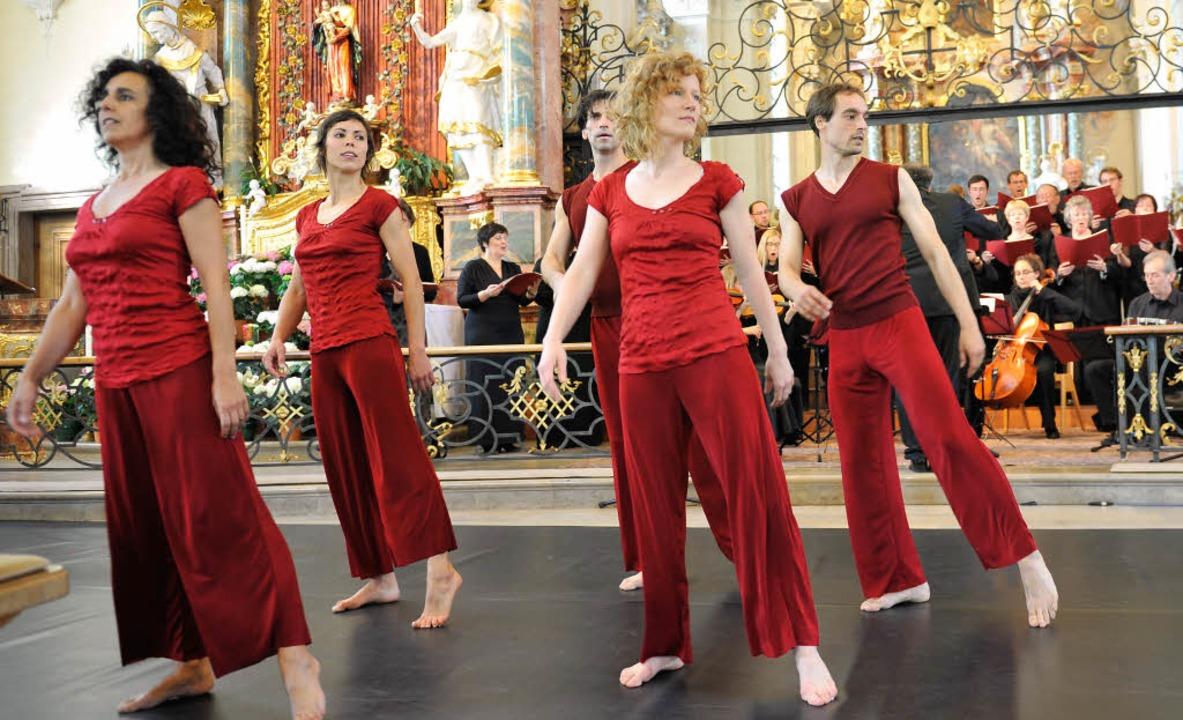 Die Tanzformation von Bettina Inés Truffat interpretierte Gebete in Bewegung.   | Foto: Franziska Löffler