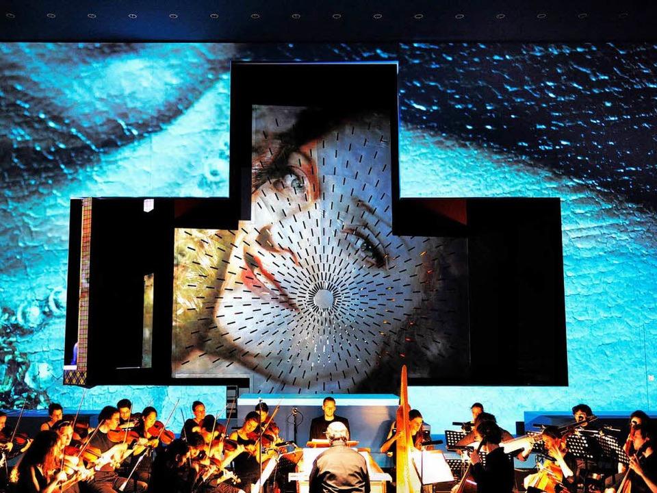 Ästhetisches Bildertheater: Maya Boog ...Orchester La Cetra unter Andrea Marcon  | Foto: dorendorf