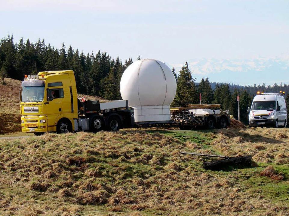 Anlieferung der neuen Wetterradarkugel  | Foto: Dieter Schaa