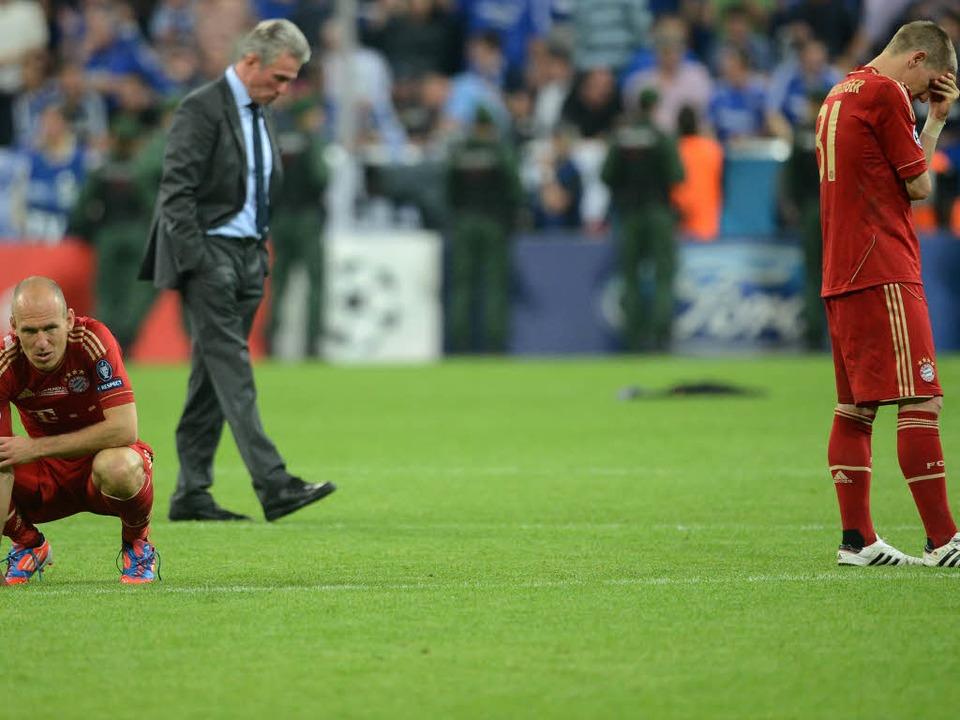 Münchens Bastian Schweinsteiger (v.r.)...gslos nach dem verlorenen CL-Endspiel.  | Foto: dapd