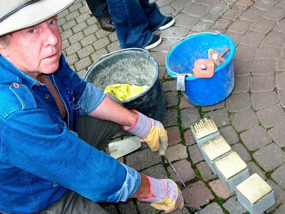 Der Künstler Gunter Demnig hat sich di...; wie hier in Badenweiler (Archivbild)  | Foto: Bernd Michaelis