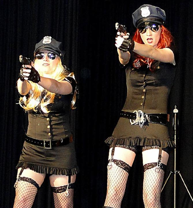 Stacy (links) und Connie  suchen  den  Mörder.  | Foto: elisabeth saller