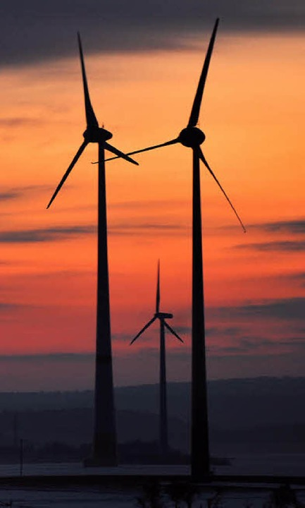 Morgendämmerung bei der Windkraft: Wie...chtigungen der Umgebung gebaut werden?  | Foto: DPA