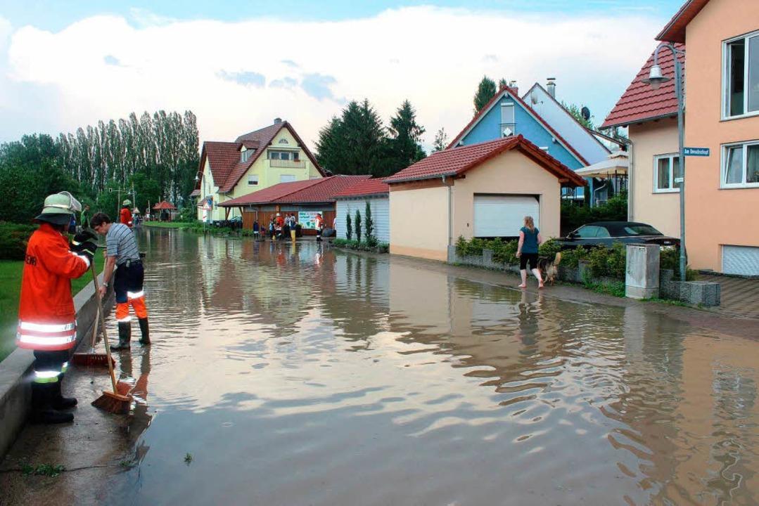In  Seen verwandelten die schweren Reg...d Straßen in Bötzingen und Gottenheim.  | Foto: horst david