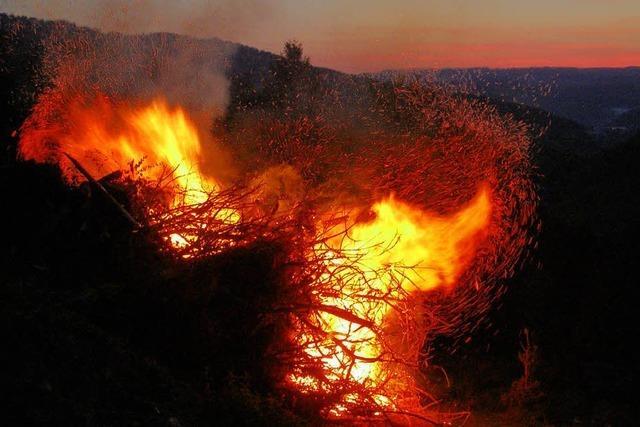 In Yach lodern an diesem Samstag die Pfingstfeuer