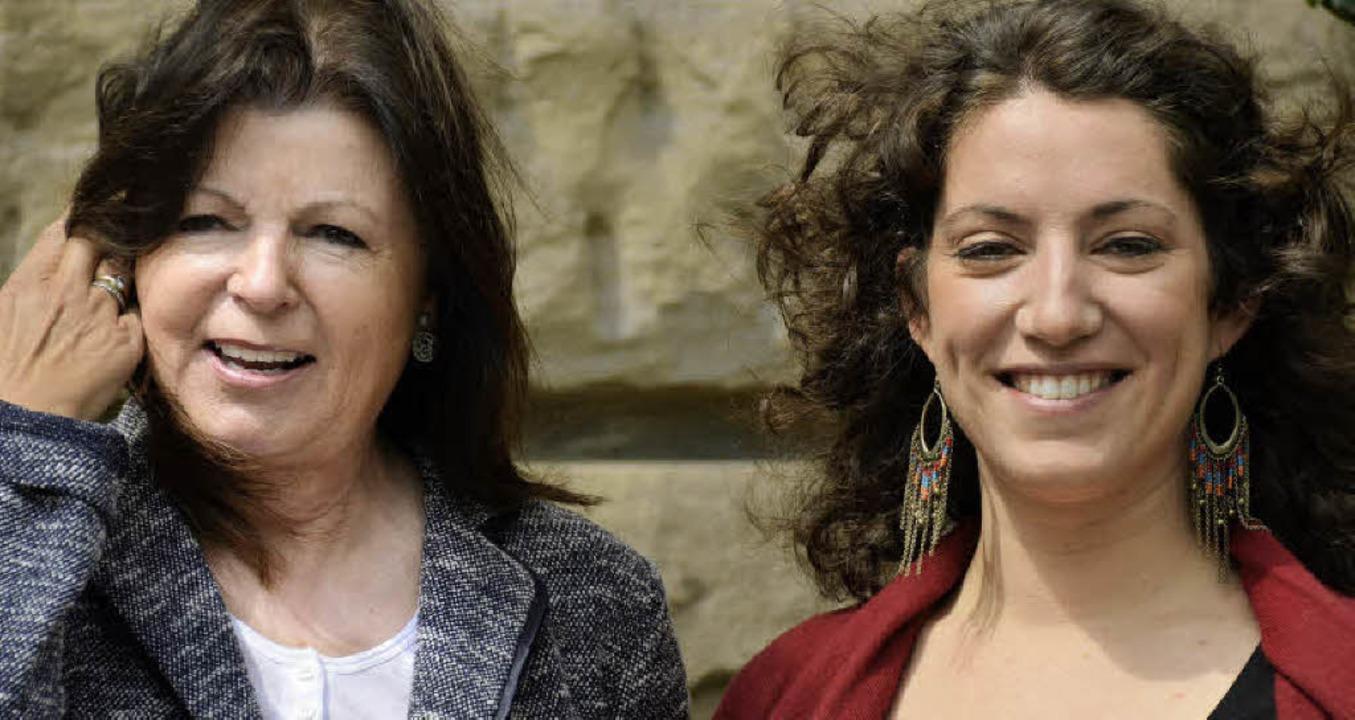 Förderin und Geförderte: Dorit Keul (l...den Theaterfreunden und Susana Schnell  | Foto: Alexander Dick