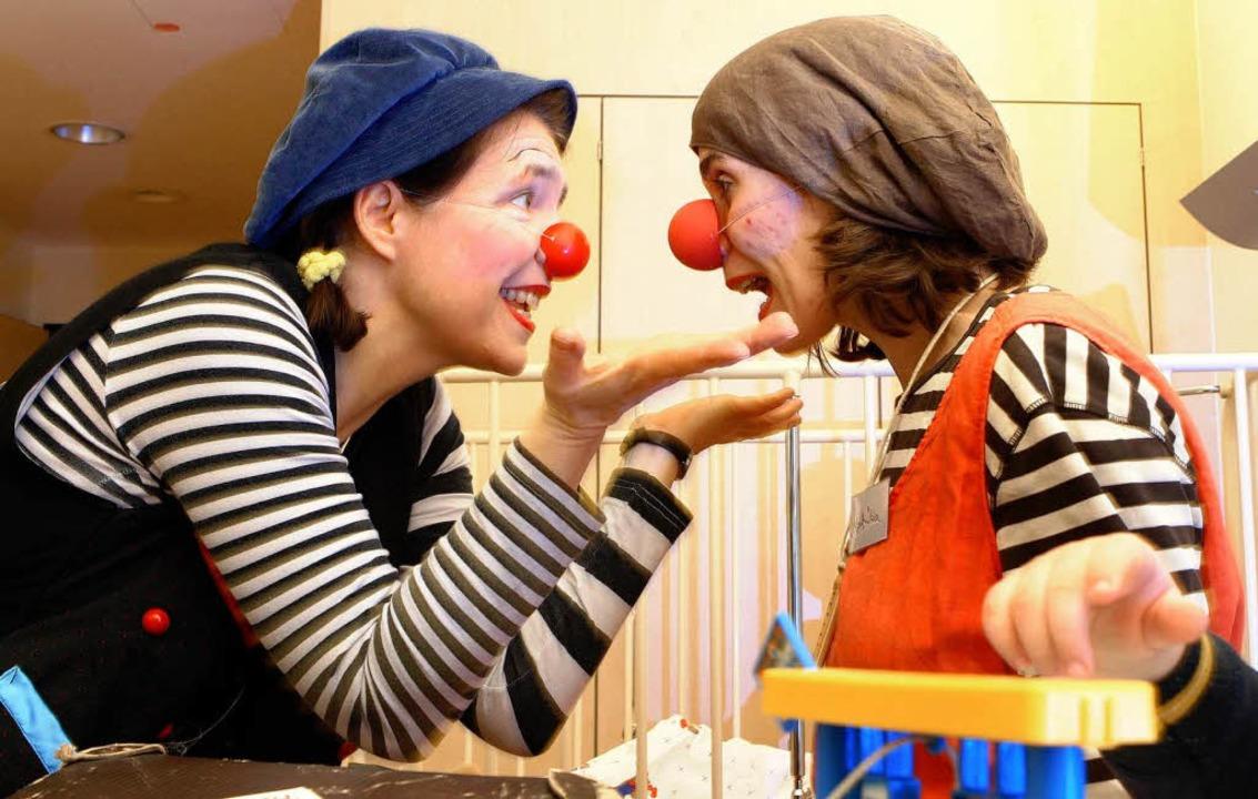Sprache ändert sich mit dem Partner, in der Wortwahl wie in der Grammatik.   | Foto: dpa/Schneider (2)