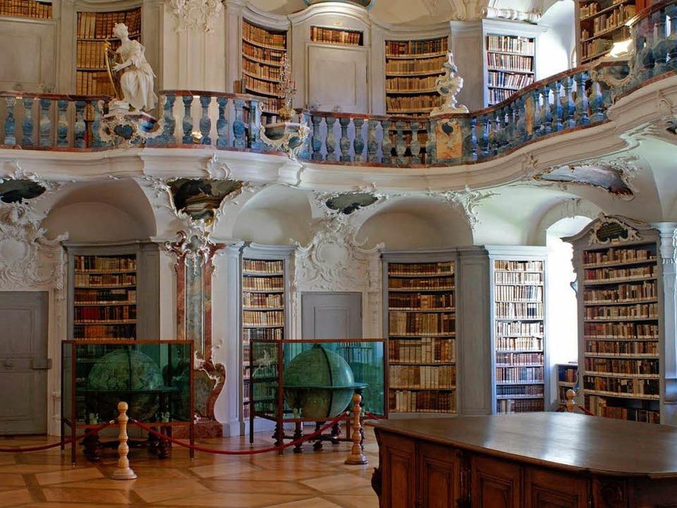 Die beeindruckende Rokokobibliothek   des Klosters St. Peter.  | Foto: Christian John
