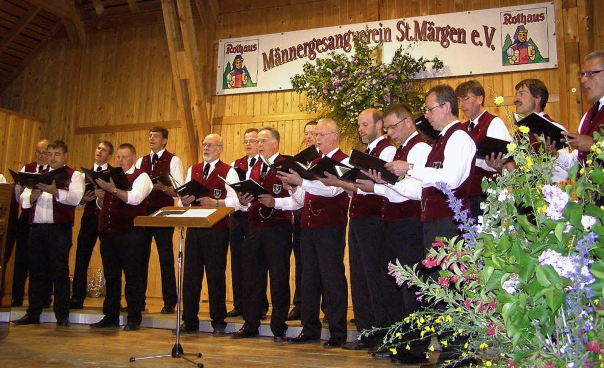 Der Männergesangverein St. Märgen bege...ür den Chorleiter Stephan Rauber war.   | Foto: Liane Schilling