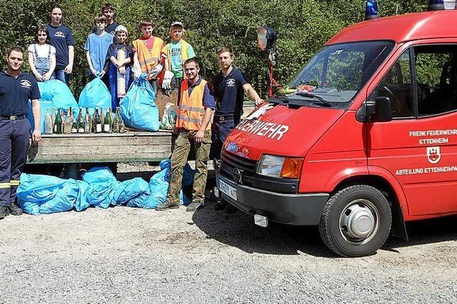 Jugendfeuerwehr sammelt Müll
