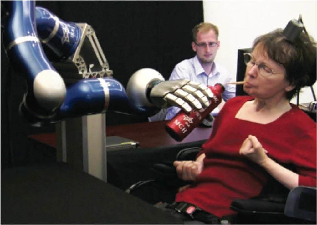 Das Vorbild: Der gelähmten Cathie gela...eben. Unten:  EEG zur Hirnstrommessung  | Foto: Braingate2.org