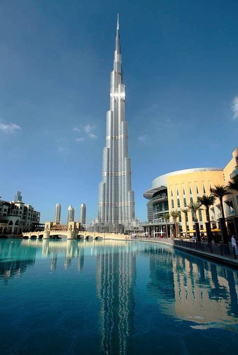 Das höchste Gebäude der Welt: Der Burj... und kilometerlangen Wasserleitungen.   | Foto: dpa