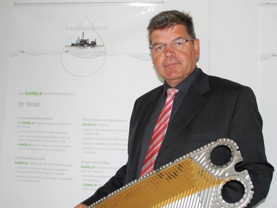Bernd Krumrey mit einem Wärmetauscher.   | Foto: staub