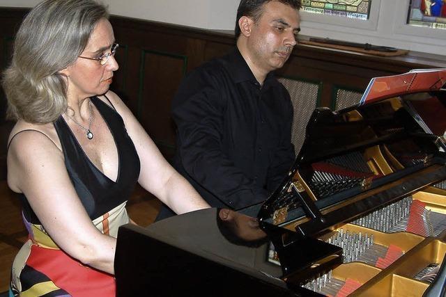 Als säße nur ein Pianist am Flügel