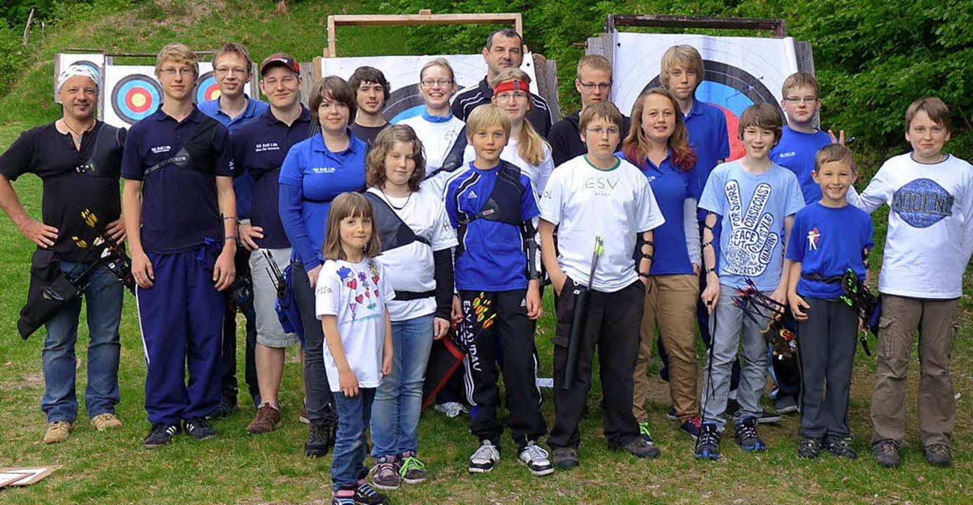 Die Jugendabteilung der SG Zell hatte ...Bogenschützen des ESV Landau zu Gast.   | Foto: Privat