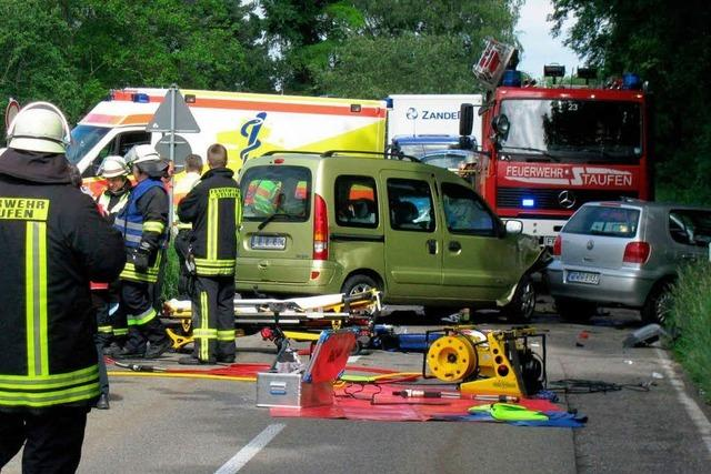 Drei Verletzte bei Unfall mit drei Fahrzeugen
