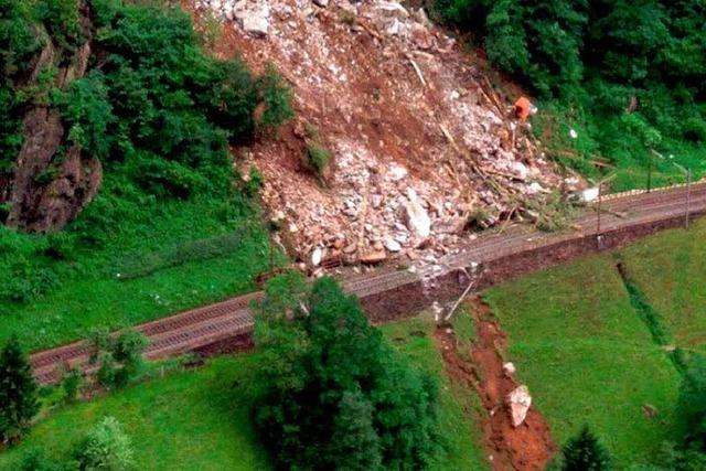 Felssturz legt Gotthard-Bahnlinie wohl 2 Wochen lahm - Arbeiter verschüttet