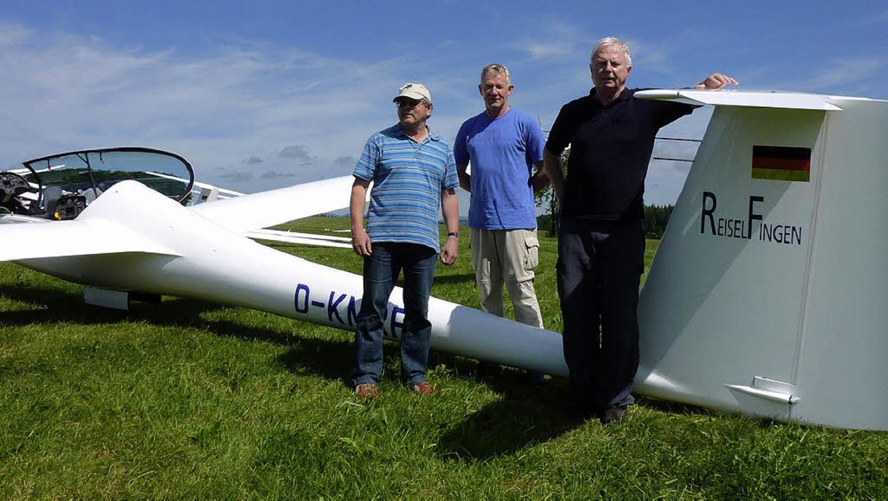 Erfolgreiche Segelflieger: Helge Losch...mit dem Duo Discus XLT den Hotzenwald.  | Foto: Christa Maier