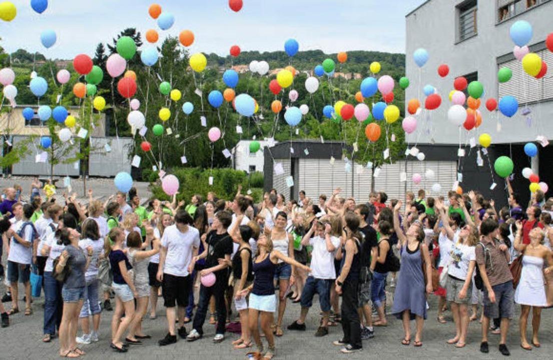 Ausgelassene Abschlussfeier auf dem Ca...r freien evangelischen Schule Lörrach   | Foto: privat/Rüskamp