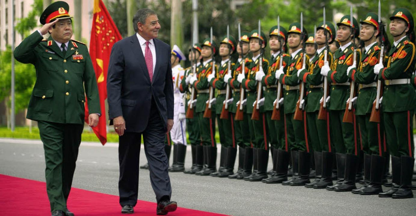 Militärische Ehren für US-Pentagonchef  Leon Panetta in Hanoi.   | Foto: dapd