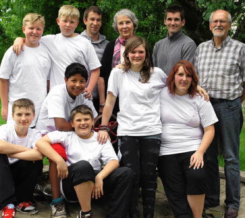 Die Ferien-Asse des Pfingstprogramms i...ung) und Horst Donner (Kiwanis-Club).   | Foto: Thomas Loisl Mink