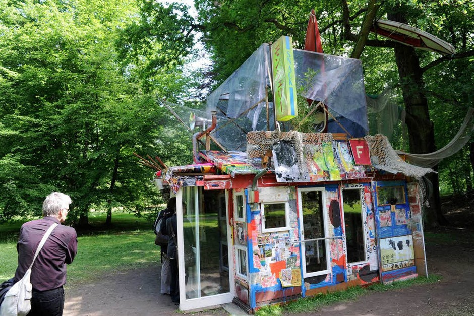 "Die ""Tsunami-Hütte"" des Japaners Shinro Ohtake (Foto: dpa)"