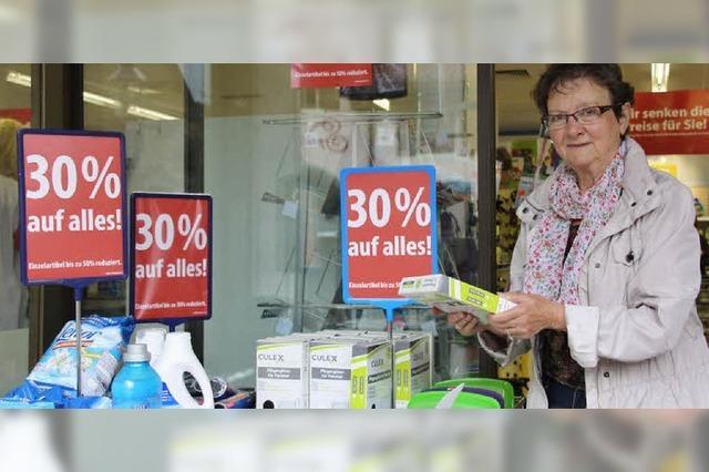 Rabattschlacht - Schlecker-Kunden stehen Schlange