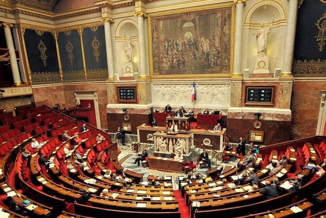 Hollande sucht die absolute Mehrheit im Parlament