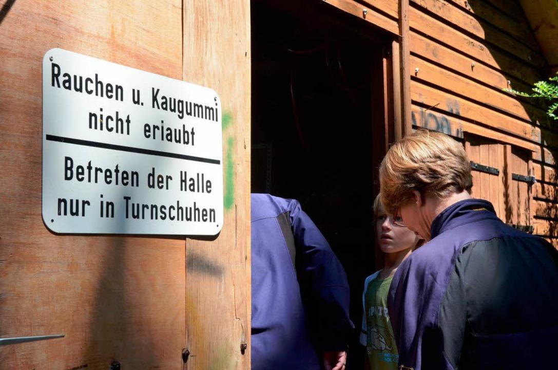 Nicht ganz ernst nehmen – das Sc... konnte, wo er es einst geklaut hatte.  | Foto: Sylvia-Karina Jahn