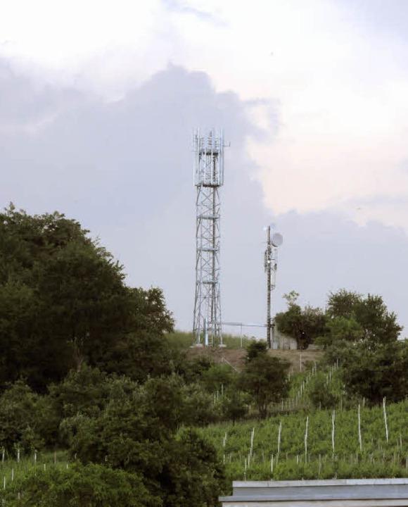Deutlich überragt der neue Mobilfunkma...lte Sendeanlage auf dem Mauracher Berg  | Foto: Markus Zimmermann