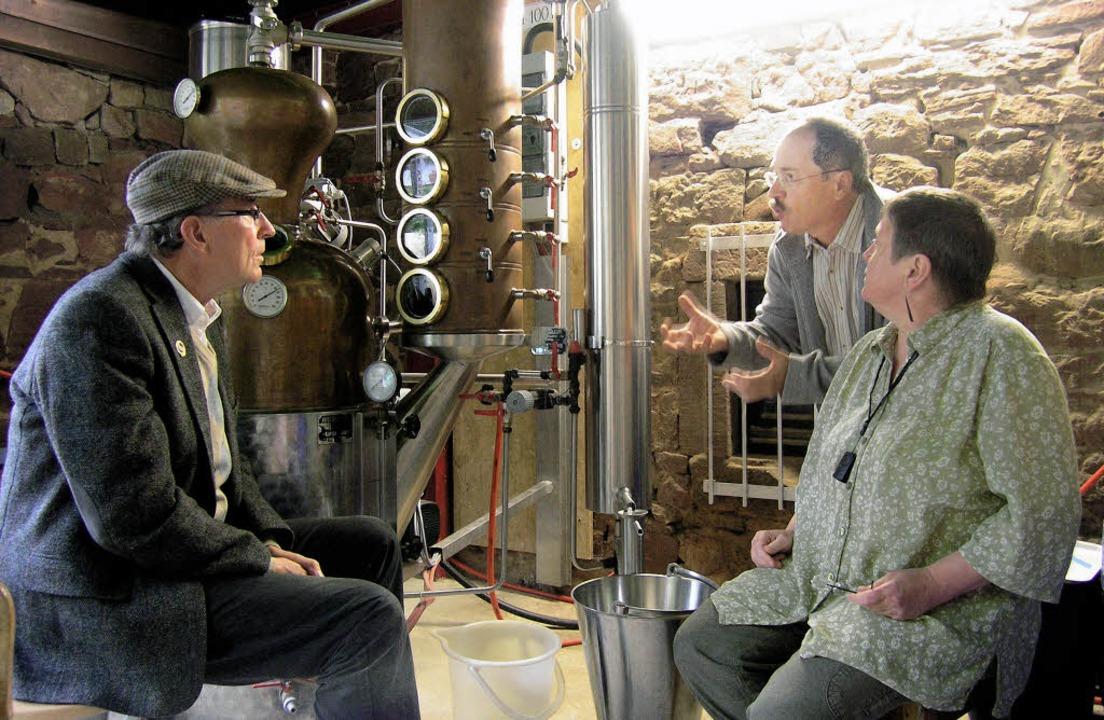 Whiskykenner Heinrich Bueb bei Familie...Schwarzwälder Single-Malt produziert.   | Foto: Ute Schöler