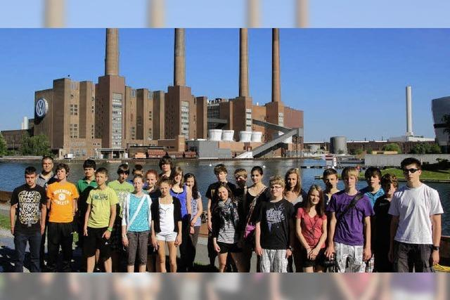 Schüler experimentieren mit Energiewandelmaschinen