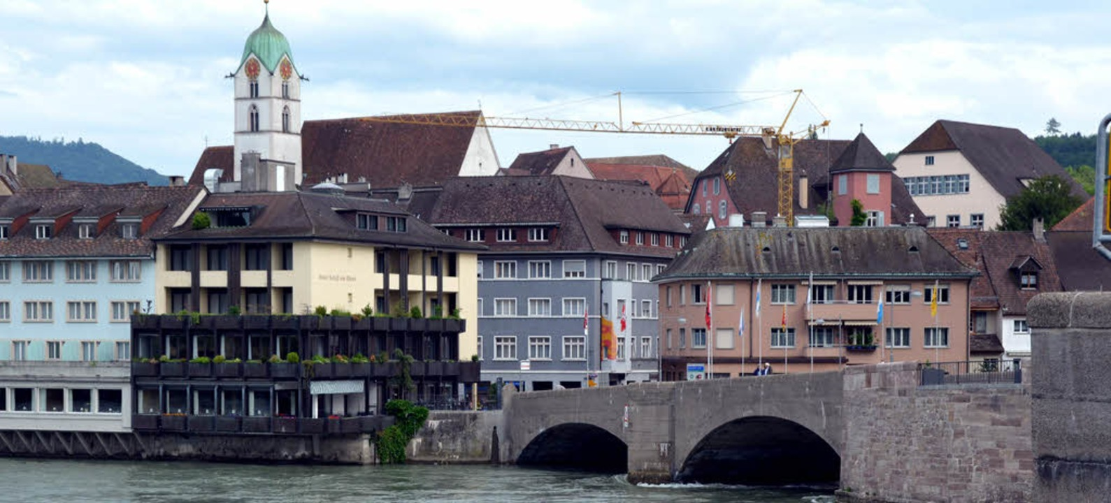 So sieht der Brückenschlag über den Rh...eizer Ufer von  Rheinfelden/Baden aus.  | Foto: Ingrid Böhm-Jacob