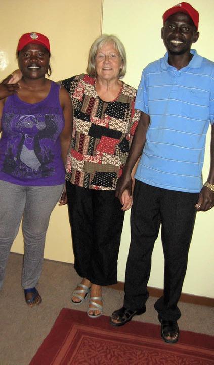 Irmela Walz  mit  Sesilia Jyambo, die ... des Jugendchores der Ovambo-Gemeinde.  | Foto: Privat