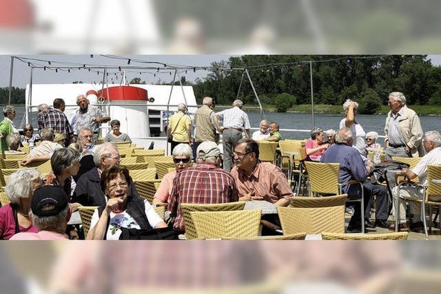 Mit Rheinschifffahrt und Weinprobe verwöhnt