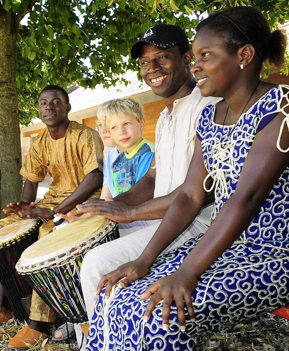 Trommeln, tanzen, exotisch essen: beim Afrikafest   | Foto: Thomas Kunz