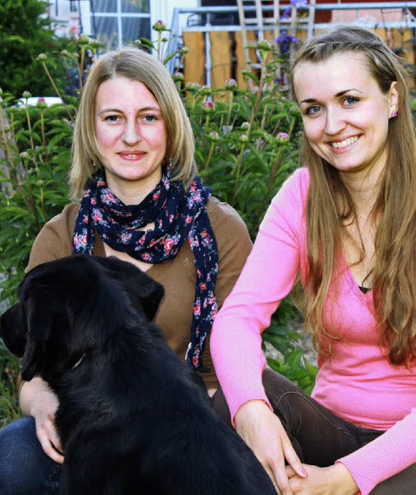 Carina Baumann (19, rechts) aus Nieder...hrenamtlich für Tierschutz in Spanien.  | Foto: Melanie Brandt