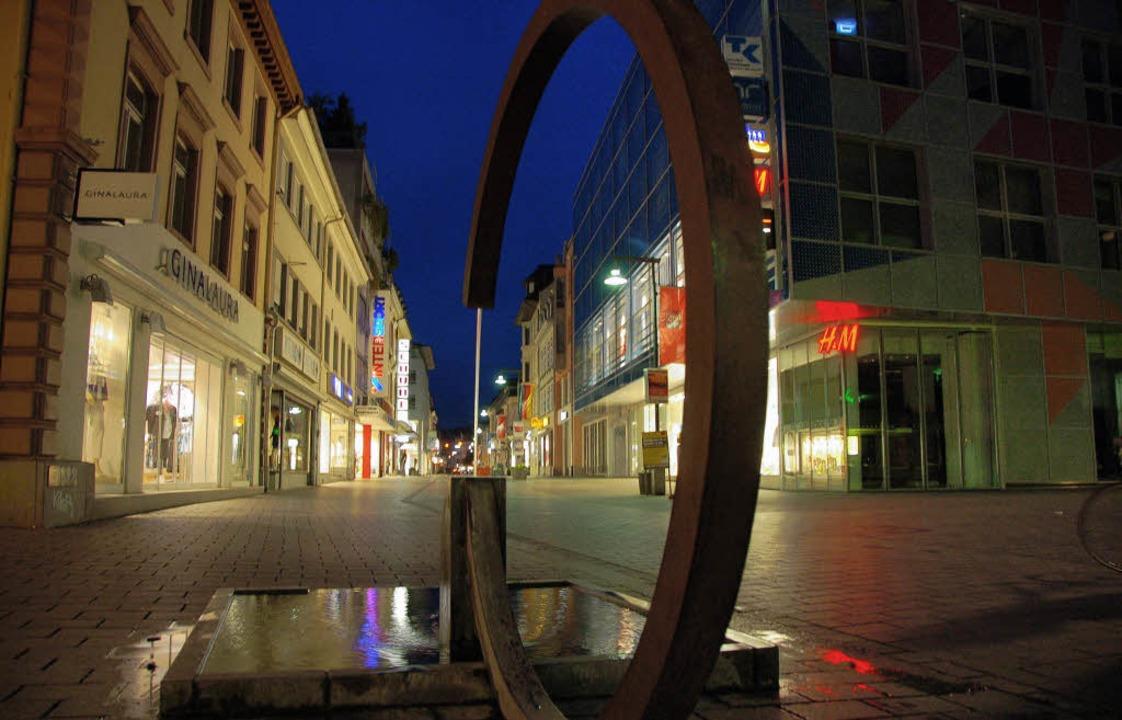 Tumringer Straße bei Licht: Die Stadt ...rücken, könnte dabei auch Thema sein.   | Foto: Nikolaus Trenz