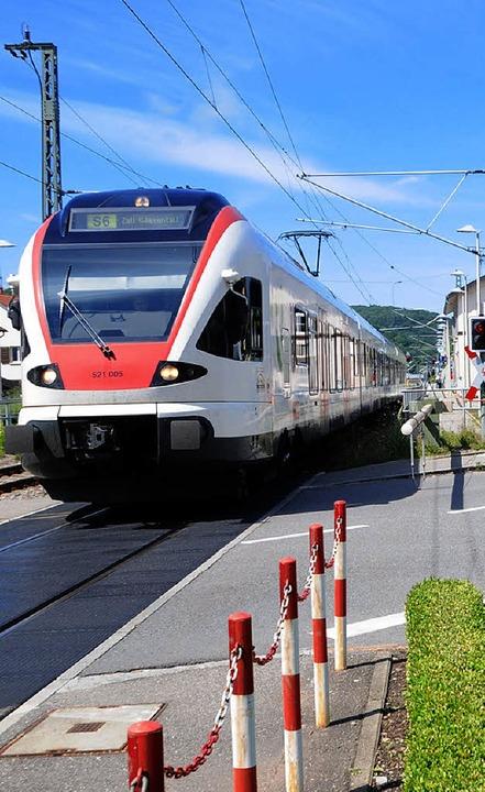 Verkehrsthemen in Steinen: Der Bahnübe...den ruhenden Verkehr zu organisieren.     Foto: Robert Bergmann