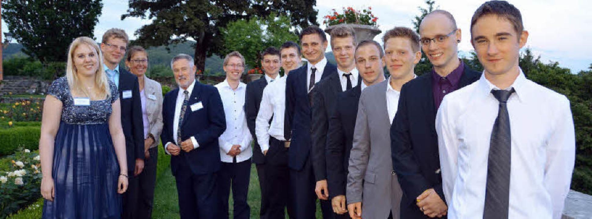 Die jungen Forscher mit ihrer Rektorin...äuerle (Zweite und Dritter von links)   | Foto: Babeck-Reinsch