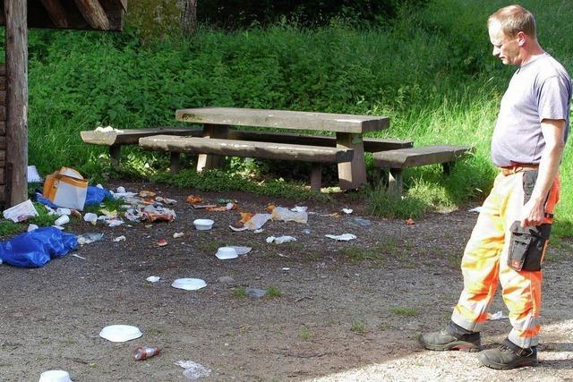 Müllchaos und Zerstörung