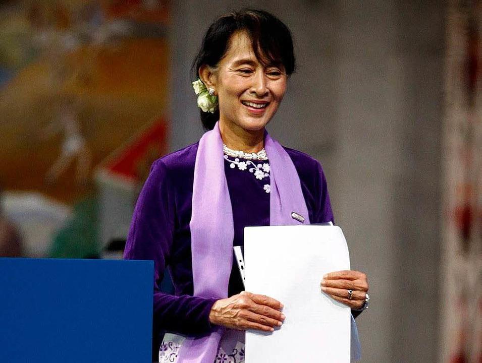 Aung San Suu Kyi nach ihrer Rede    Foto: dpa