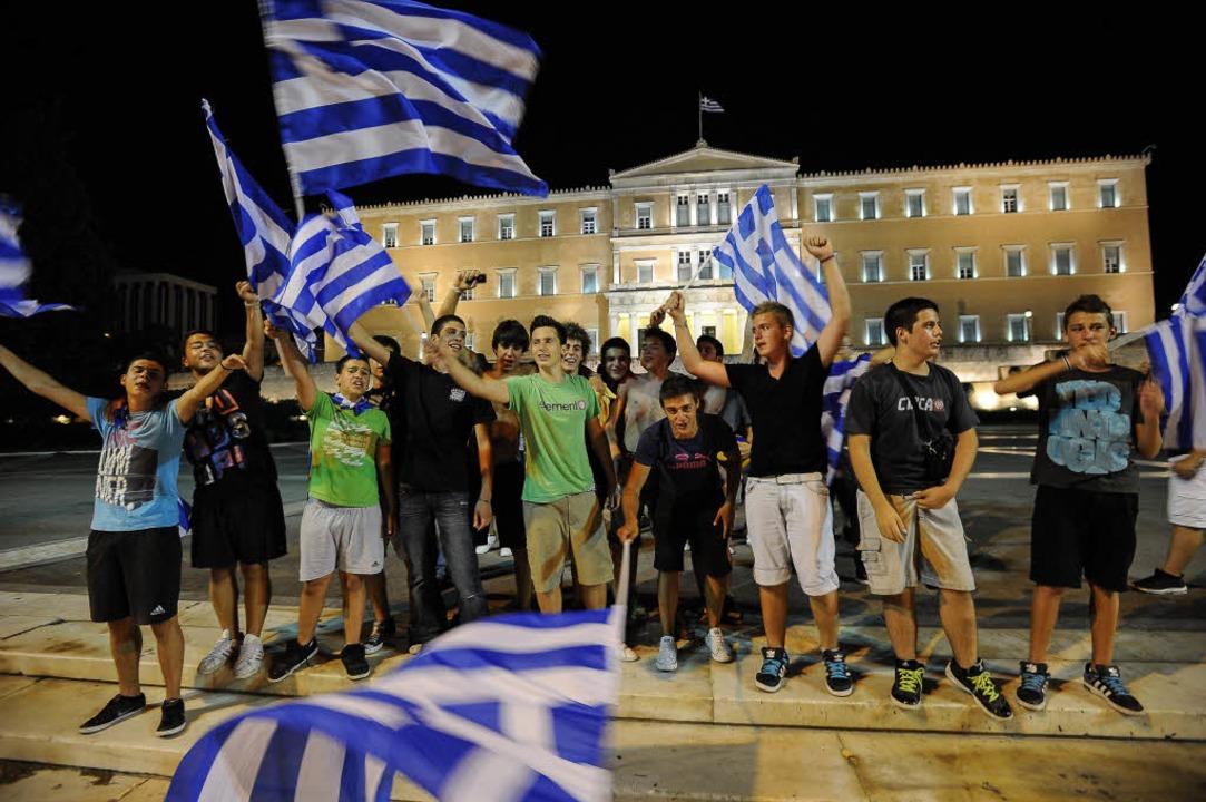 Die griechischen Fans feierten den Erfolg ihrer Mannschaft in Athen.  | Foto: AFP
