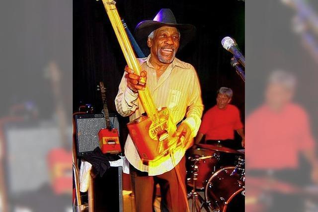 Blueslegende Mac Arnold im ChaBah Kandern