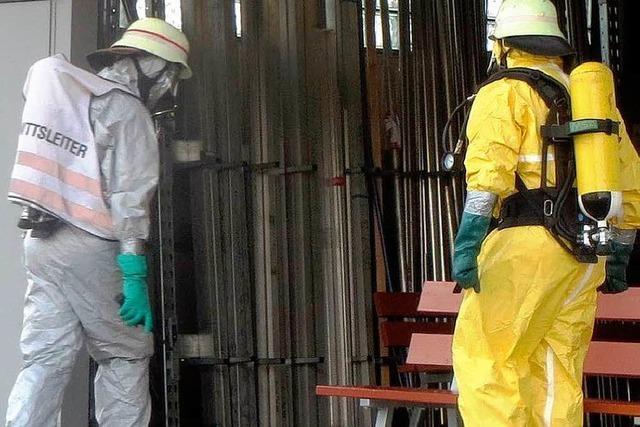 Gefahrgutunfall löst Großeinsatz aus – Betrieb evakuiert